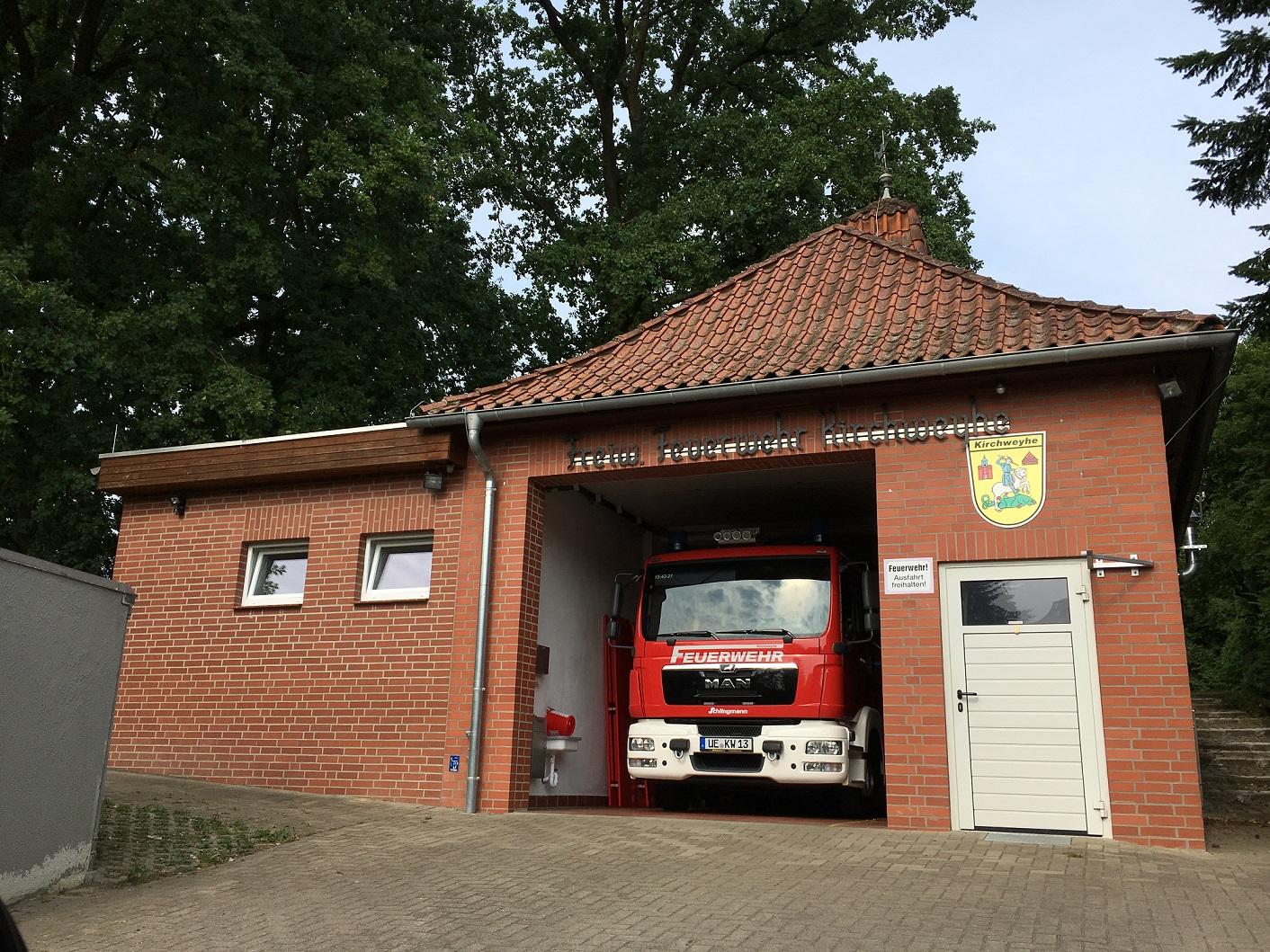 Feuerwehr-Gerätehaus in der Hufschmiedstraße (inkl. Anbau und neuem Fahrzeug) - Juli 2018